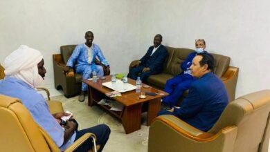 Photo de Le maire de la commune de tevragh Zeina rencontre le maire adjoint de la commune française d'« Ulis »