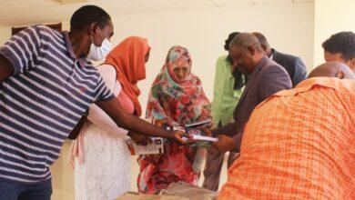 صورة بلدية تفرغ زينه تسلمُ مائة كتاب من علوم الطب لكلية الطب بنواكشوط.
